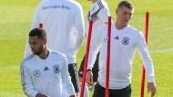 Volle Konzentration beim Training: Toni Kroos (rechts) will mit der DFB-Elf erfolgreich sein.