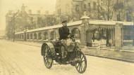 Frisch voran: Schon zu Kaiserzeiten, hier im Jahr 1901 in Nürnberg, trug die Bayerische Reichspost mit Elektro-Fahrzeugen die Post aus.